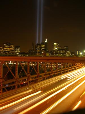 Blick auf Manhattan von Brooklyn Bridge