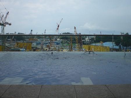 Fitness im Wasser mit Blick auf das Meer (ist hinter der Baustelle ;-)