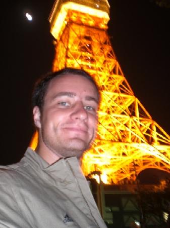 Robert vor dem Tokyo Tower